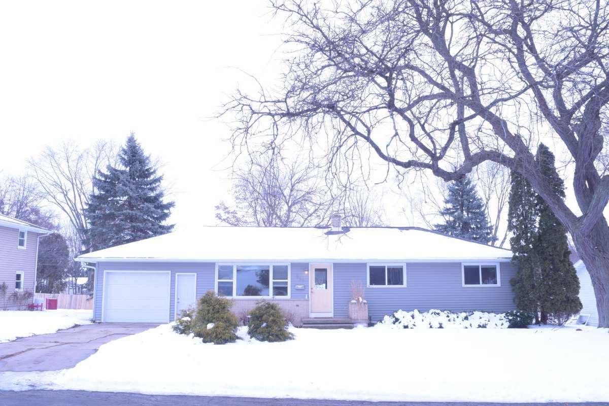 827 Barbara St, Sun Prairie, WI 53590 - #: 1900758