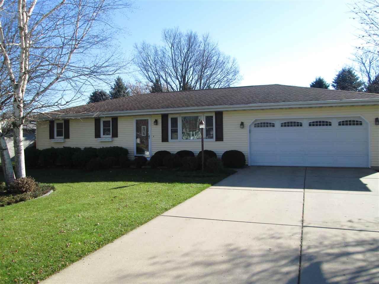 569 Garfield Ave, Evansville, WI 53536 - #: 1897761