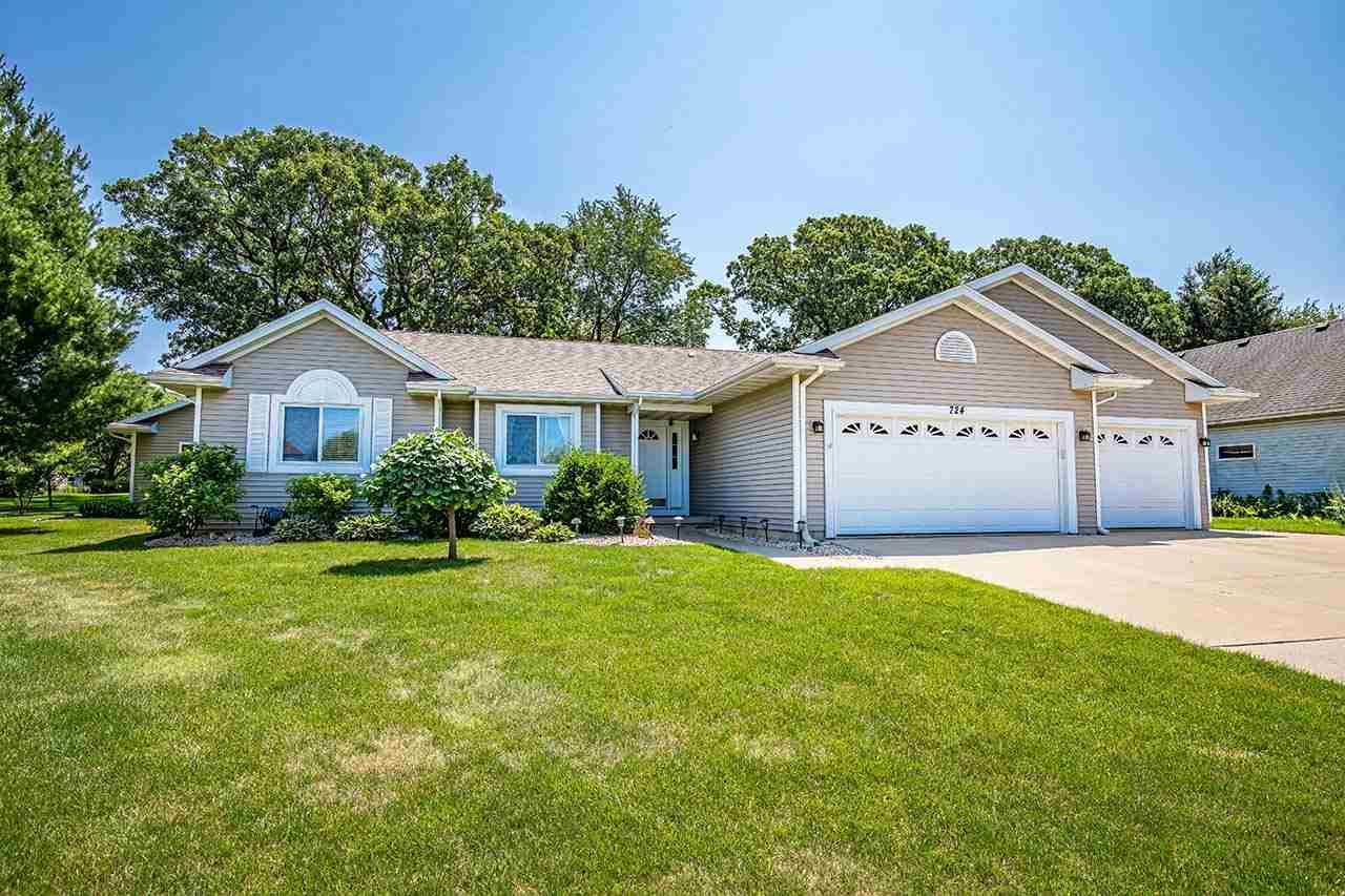 Photo for 724 CHESTNUT CREST, Cottage Grove, WI 53527 (MLS # 1916761)