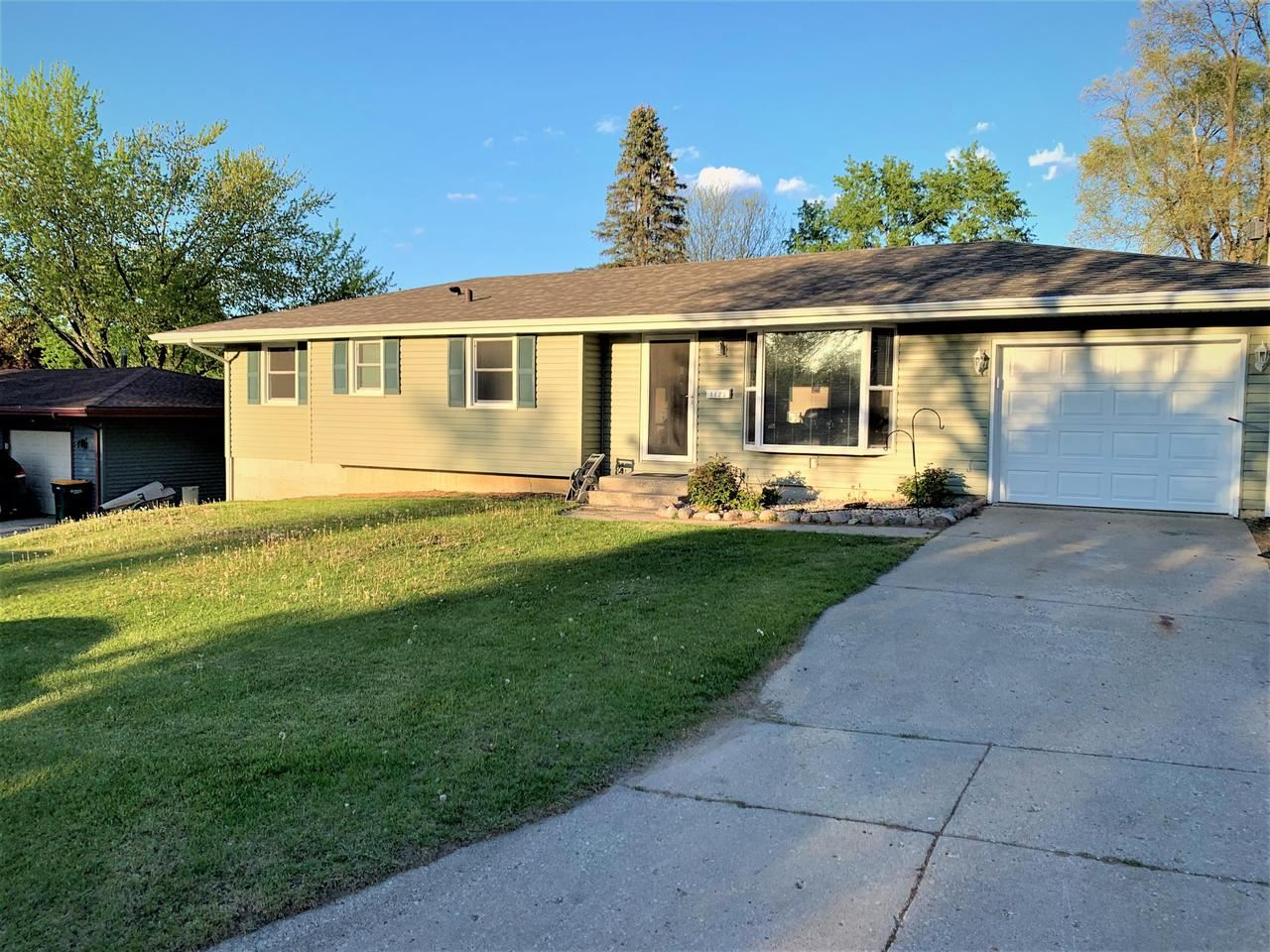 1123 Maple St, Fort Atkinson, WI 53538 - #: 374769