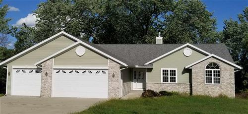 Photo of N6714 HUNTER DR, Pardeeville, WI 53954 (MLS # 1869773)