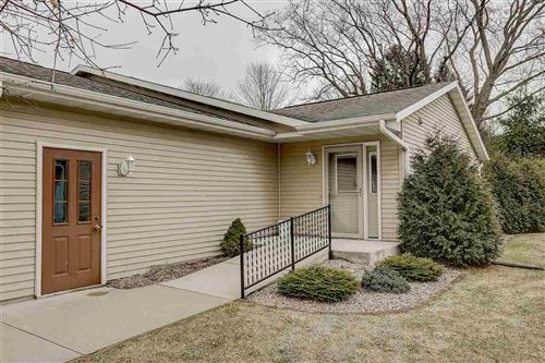 Photo of 1714 Hillcrest Dr, Baraboo, WI 53913 (MLS # 1879773)