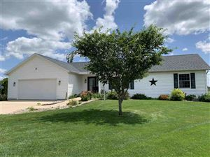 Photo of 981 Badger Ct, Columbus, WI 53925 (MLS # 1857776)