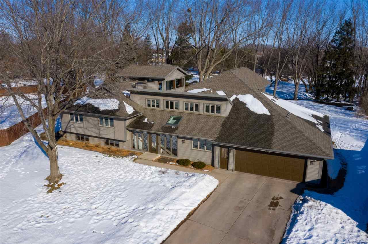 1001 N Cambridge Ct, Waunakee, WI 53597 - #: 1902787