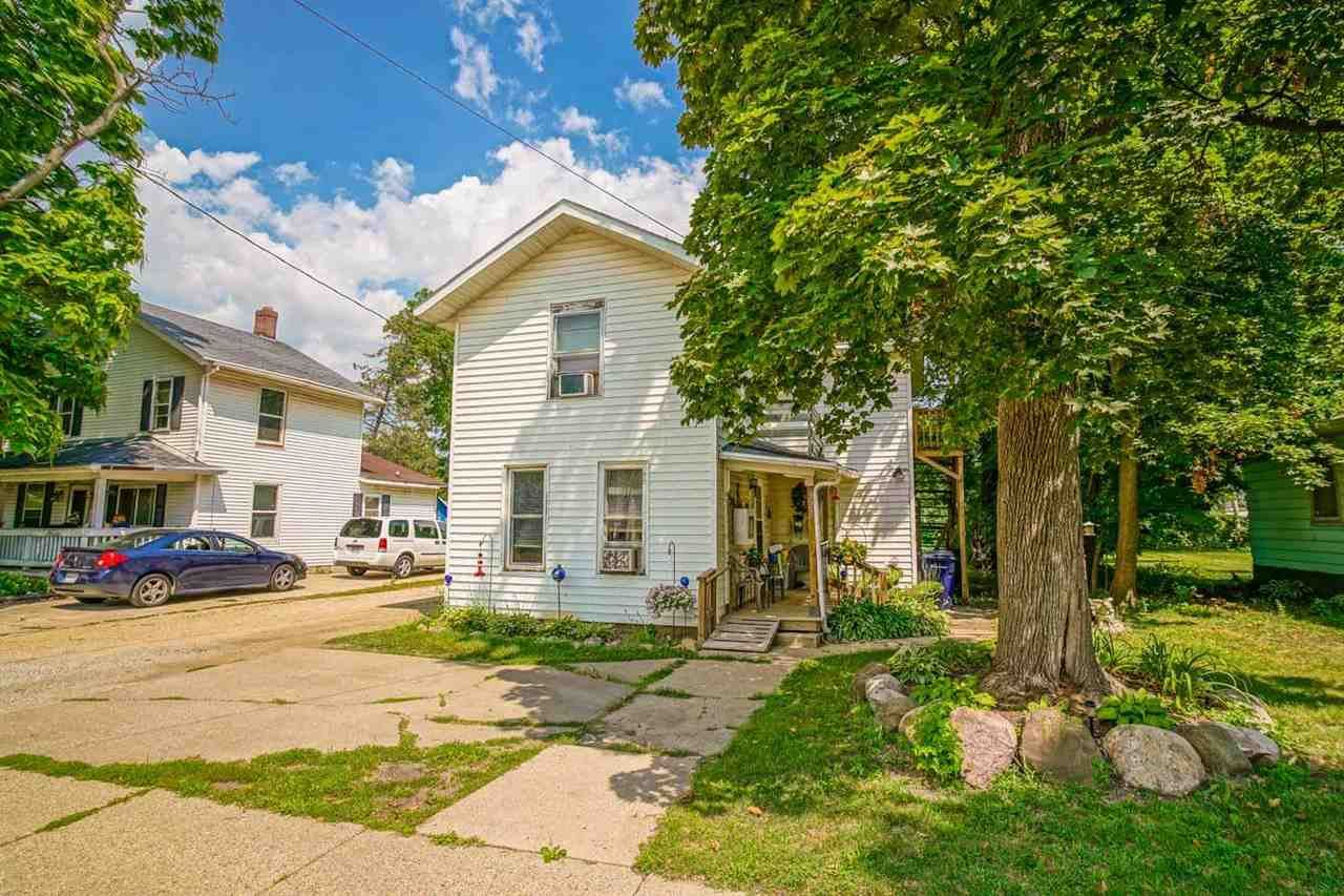 327 Center Ave, Janesville, WI 53548 - #: 1916790