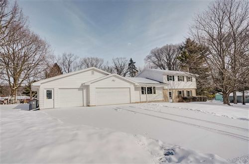 Photo of 5600 Labuwi Ln, Waunakee, WI 53597 (MLS # 1900791)