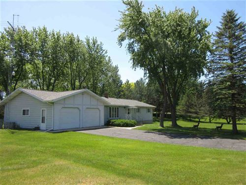 Photo of W8019 Whitetail Dr, Pardeeville, WI 53954 (MLS # 1884792)