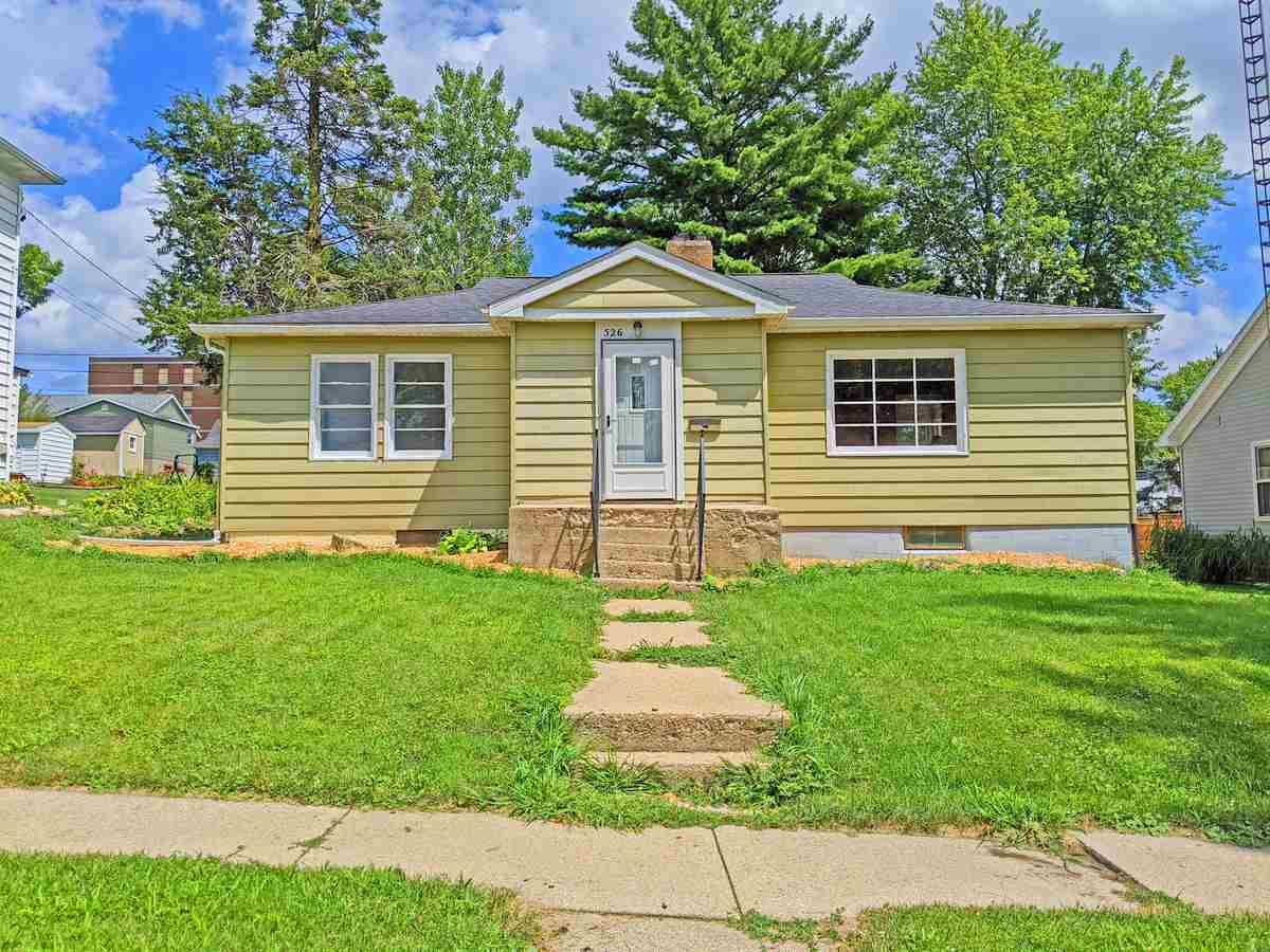 526 19th Ave, Monroe, WI 53566 - #: 1889795