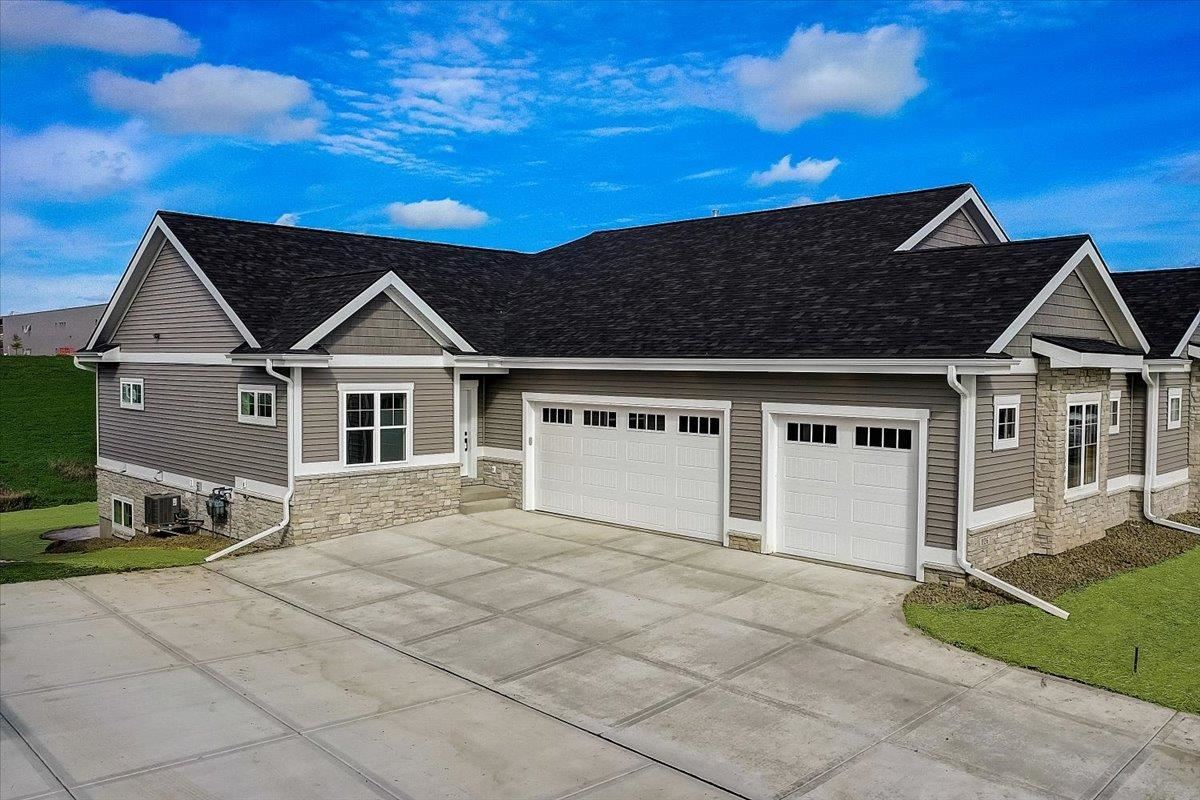 Photo for 1130 Quinn Dr #D, Waunakee, WI 53597 (MLS # 1918798)