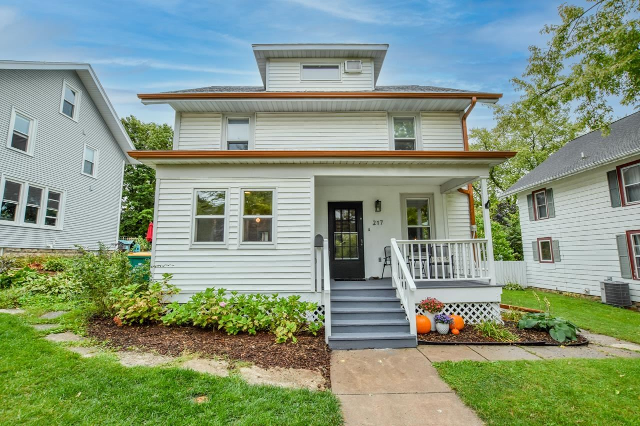 217 S 6th St, Mount Horeb, WI 53572 - #: 1919809