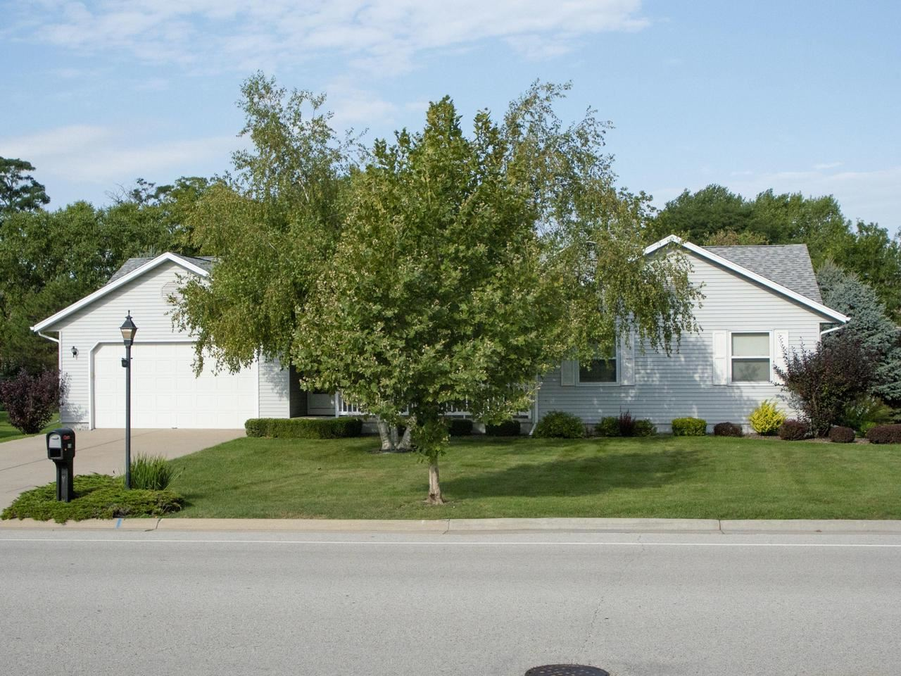 616 Carriage Hill Dr, Watertown, WI 53098 - #: 371810