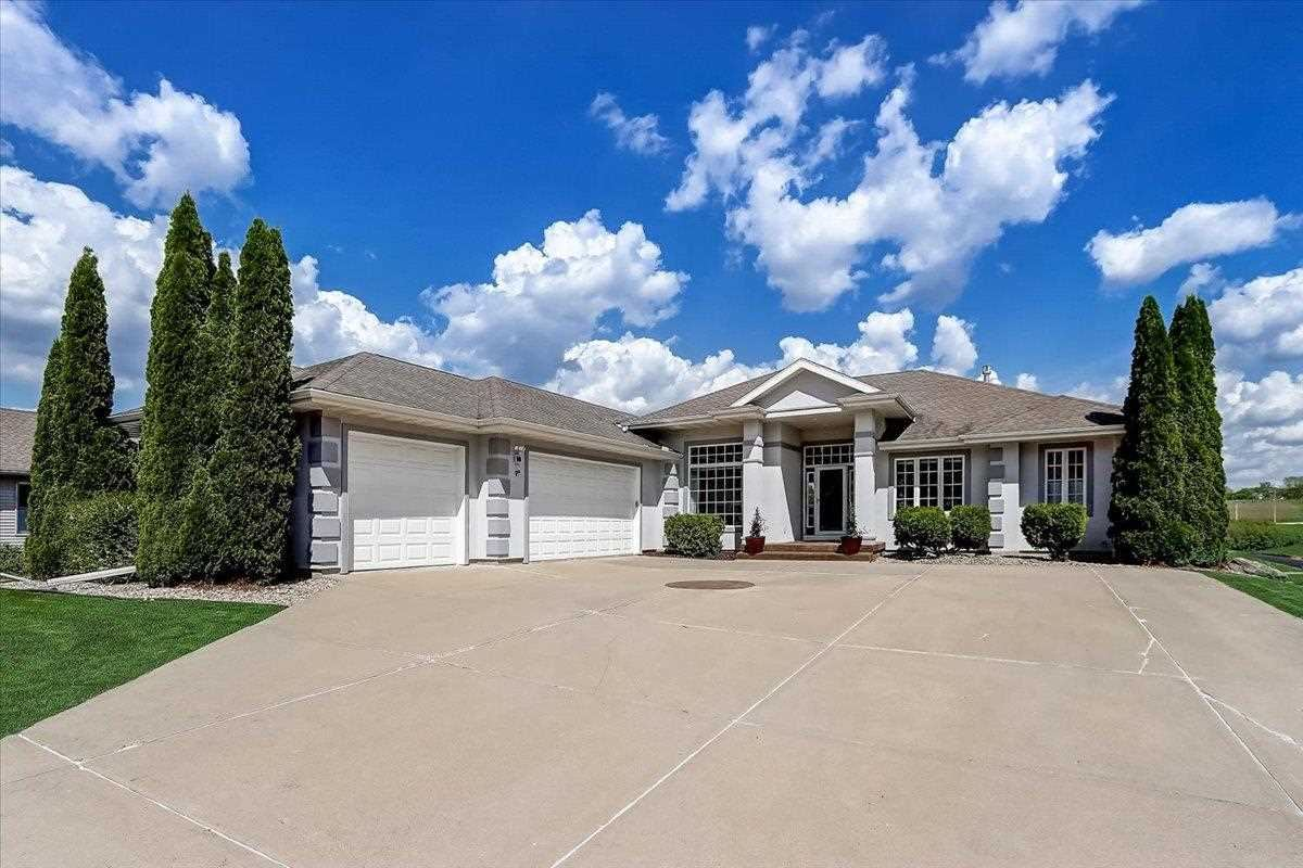 Photo for 1809 Waterbend Dr, Verona, WI 53593 (MLS # 1910813)