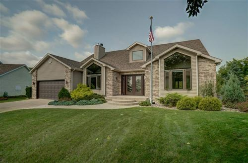 Photo of 610 Wellington Cir, Sun Prairie, WI 53590 (MLS # 1893815)