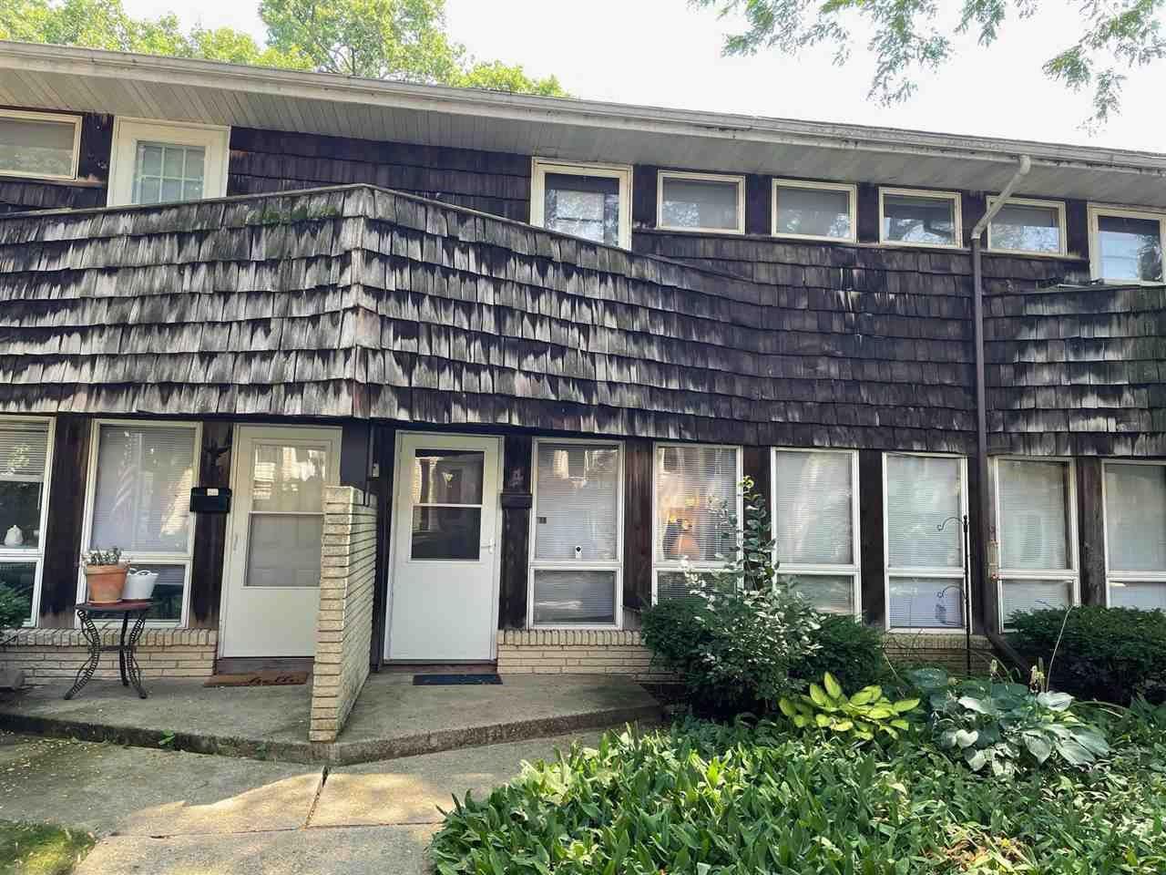 4 Lakewood Gardens Ln, Madison, WI 53704 - #: 1915826