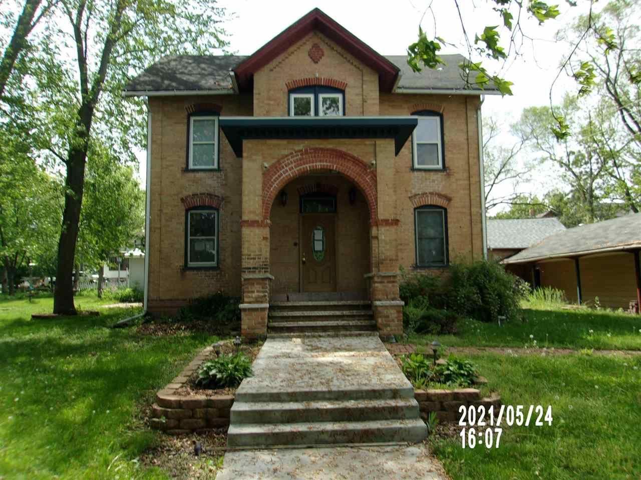 213 N Oak St, Endeavor, WI 53930 - #: 1911833