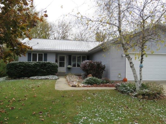 210 Forest St, Fox Lake, WI 53933 - #: 1896838