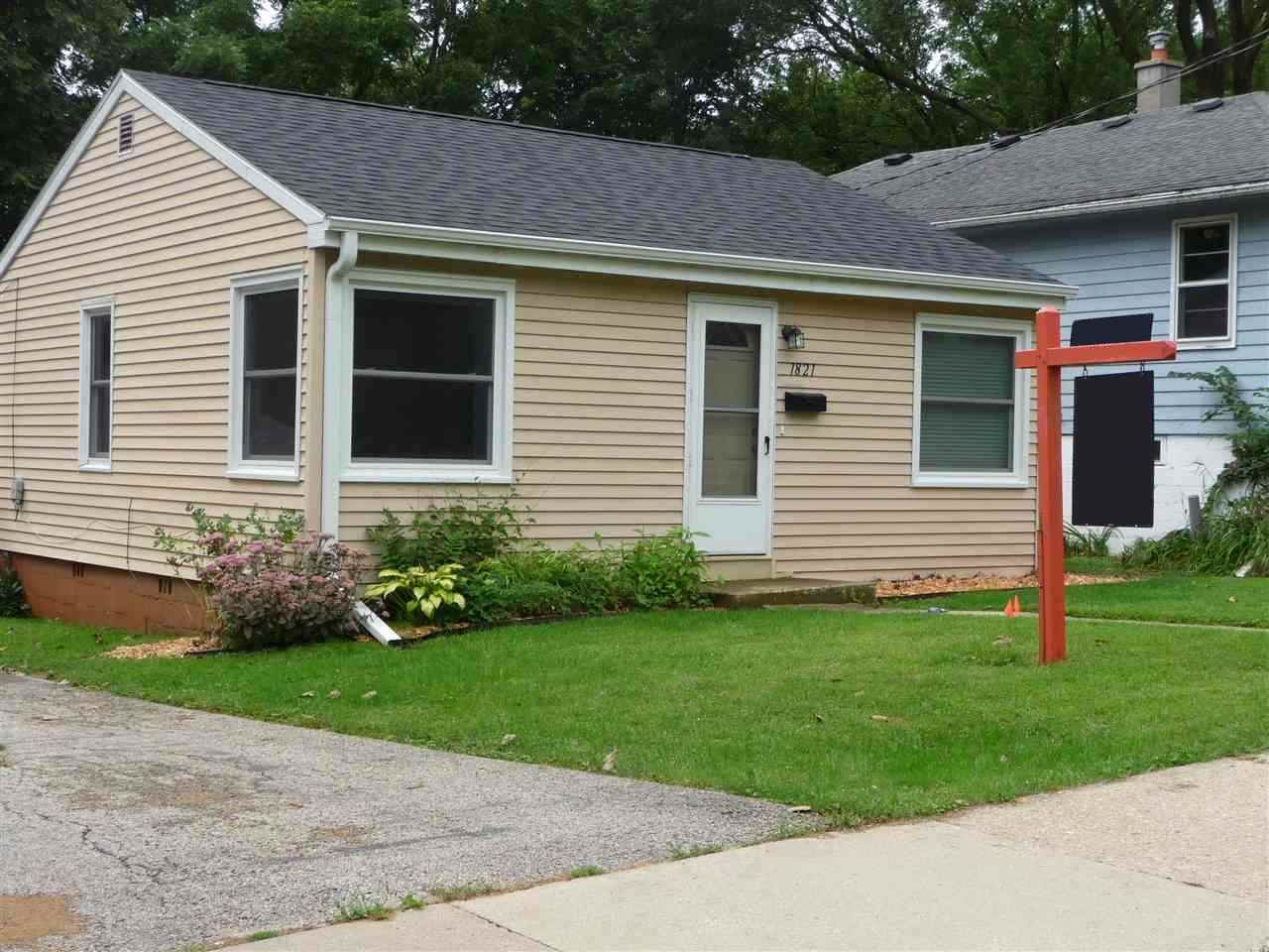 1821 Schlimgen Ave, Madison, WI 53704 - MLS#: 1867840