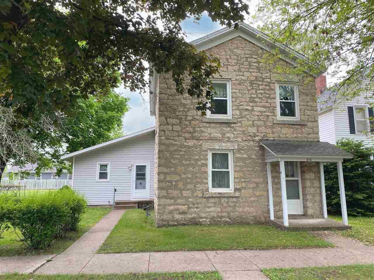 213 S Ohio St, Prairie du Chien, WI 53821 - #: 1909848