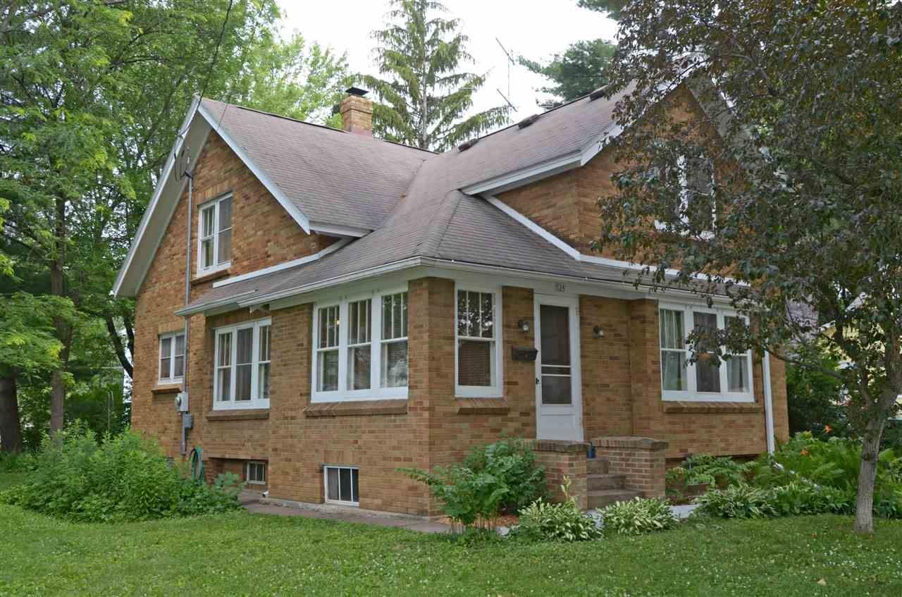325 1st St, Prairie du Sac, WI 53578 - #: 1912855