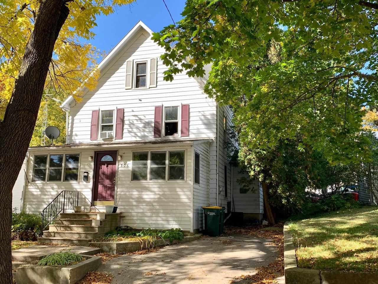 306 Grant St, Fort Atkinson, WI 53538 - #: 371855