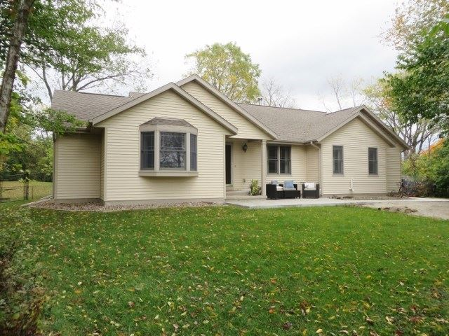 305 Lord St, Edgerton, WI 53534 - #: 1894883
