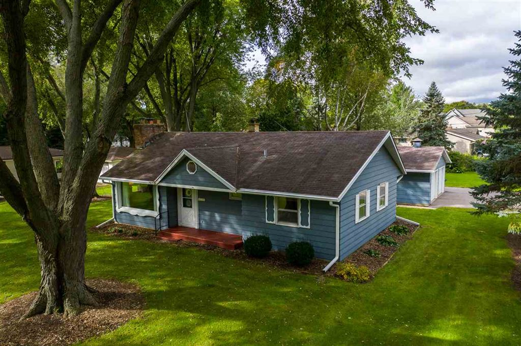 306 Estate Ln, Stoughton, WI 53589 - #: 1869884
