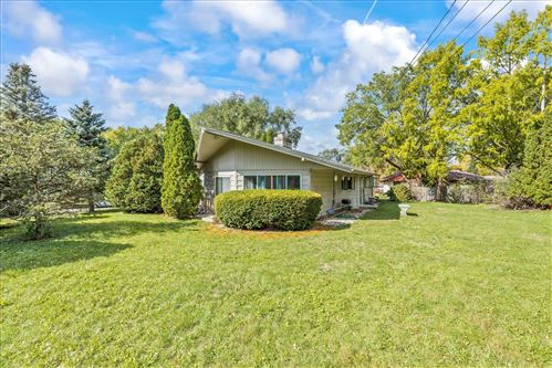 Photo of 335 Woodland Dr, Whitewater, WI 53190-1541 (MLS # 1921886)