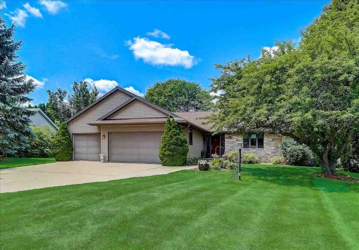 Photo for 1301 Manchester East, Waunakee, WI 53597 (MLS # 1914890)