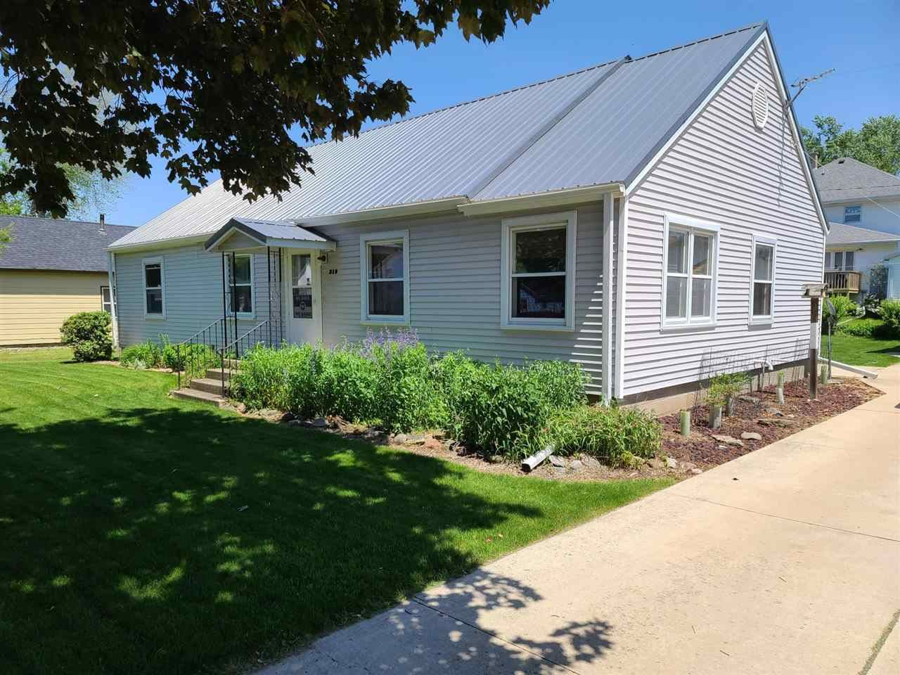 210 Roberts St, Cambria, WI 53923 - #: 1911891