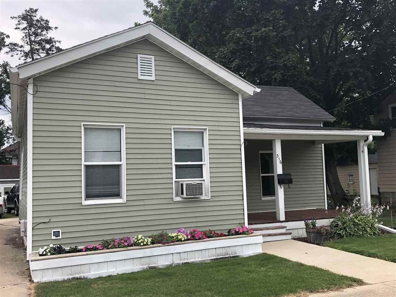 316 N Pearl St, Janesville, WI 53545 - #: 1914907