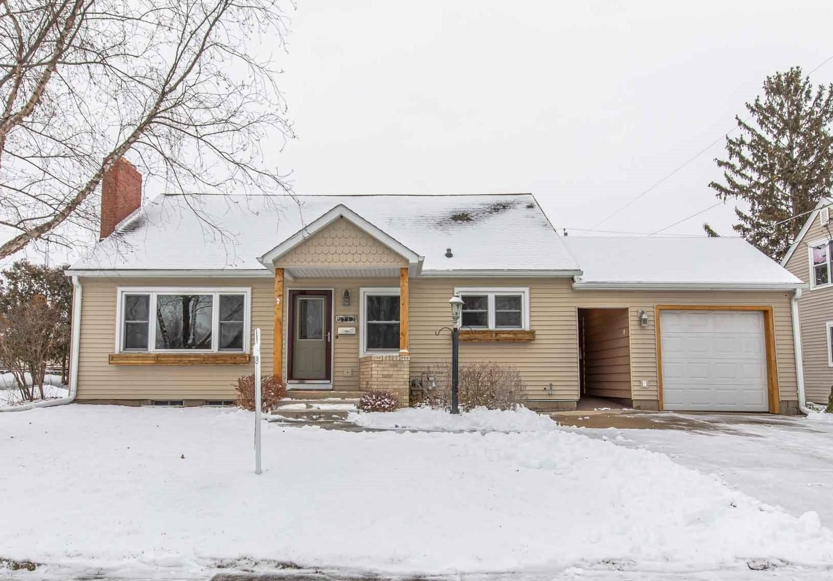 712 27th Ave, Monroe, WI 53566 - #: 1920912