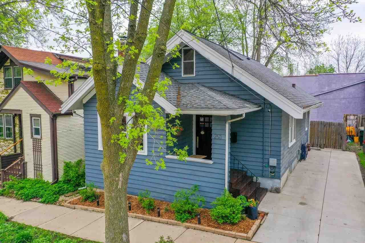 253 Corry St, Madison, WI 53704 - MLS#: 1907920