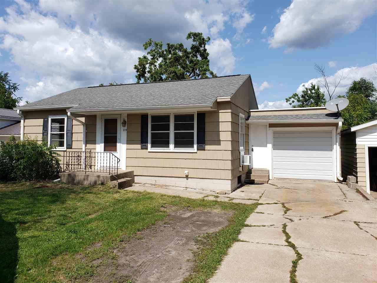 219 Grayside Ave, Mauston, WI 53948-1312 - #: 1892928