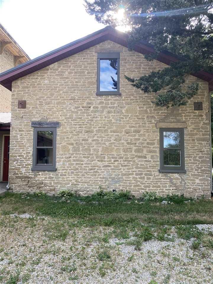 f_1911928_02 Real Estate in 53534 zip code