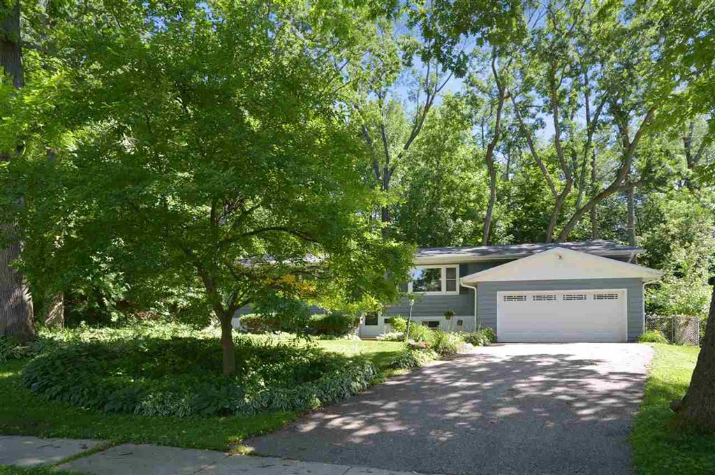 Photo for 21 Colorado Ct, Madison, WI 53704 (MLS # 1862930)