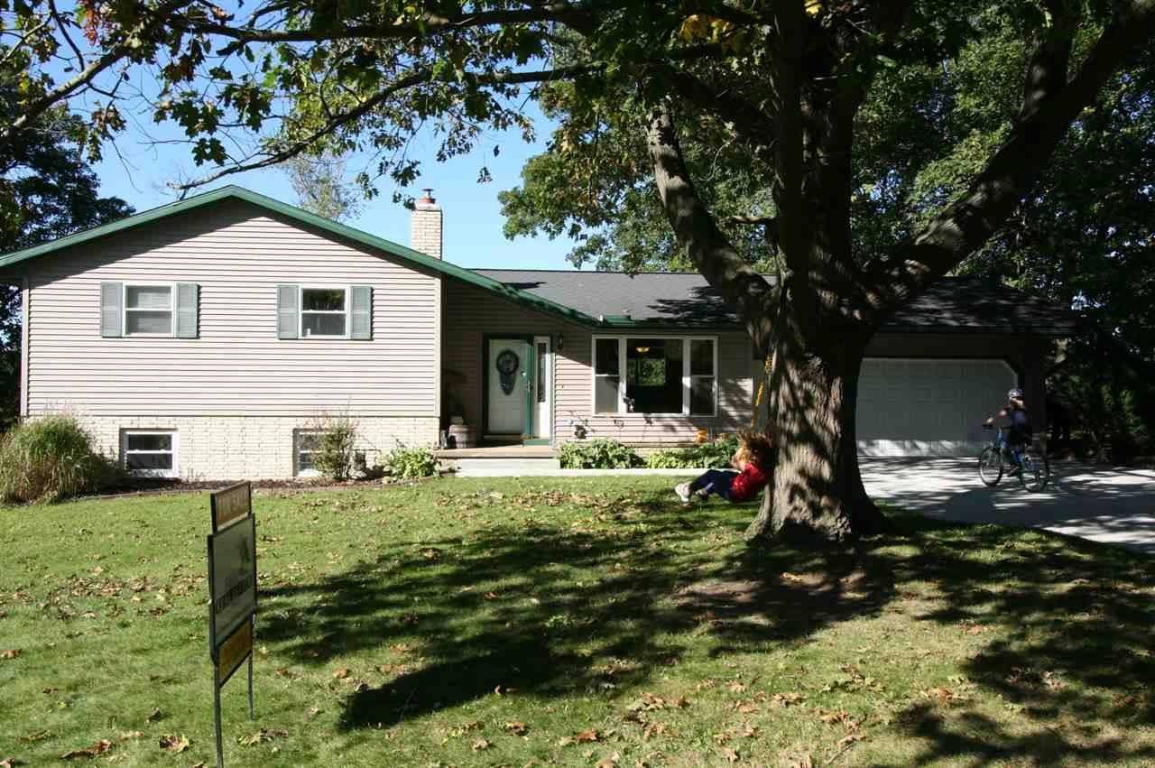 N4287 Hickory Dr, Columbus, WI 53925 - #: 1893933