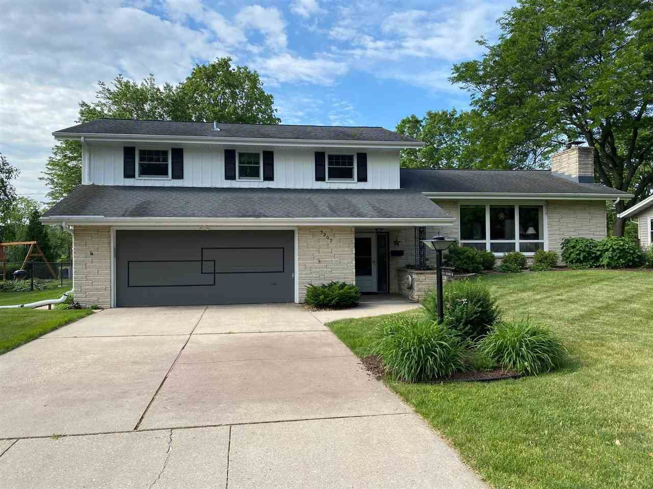 Photo for 5209 Milward Dr, Madison, WI 53711 (MLS # 1910950)