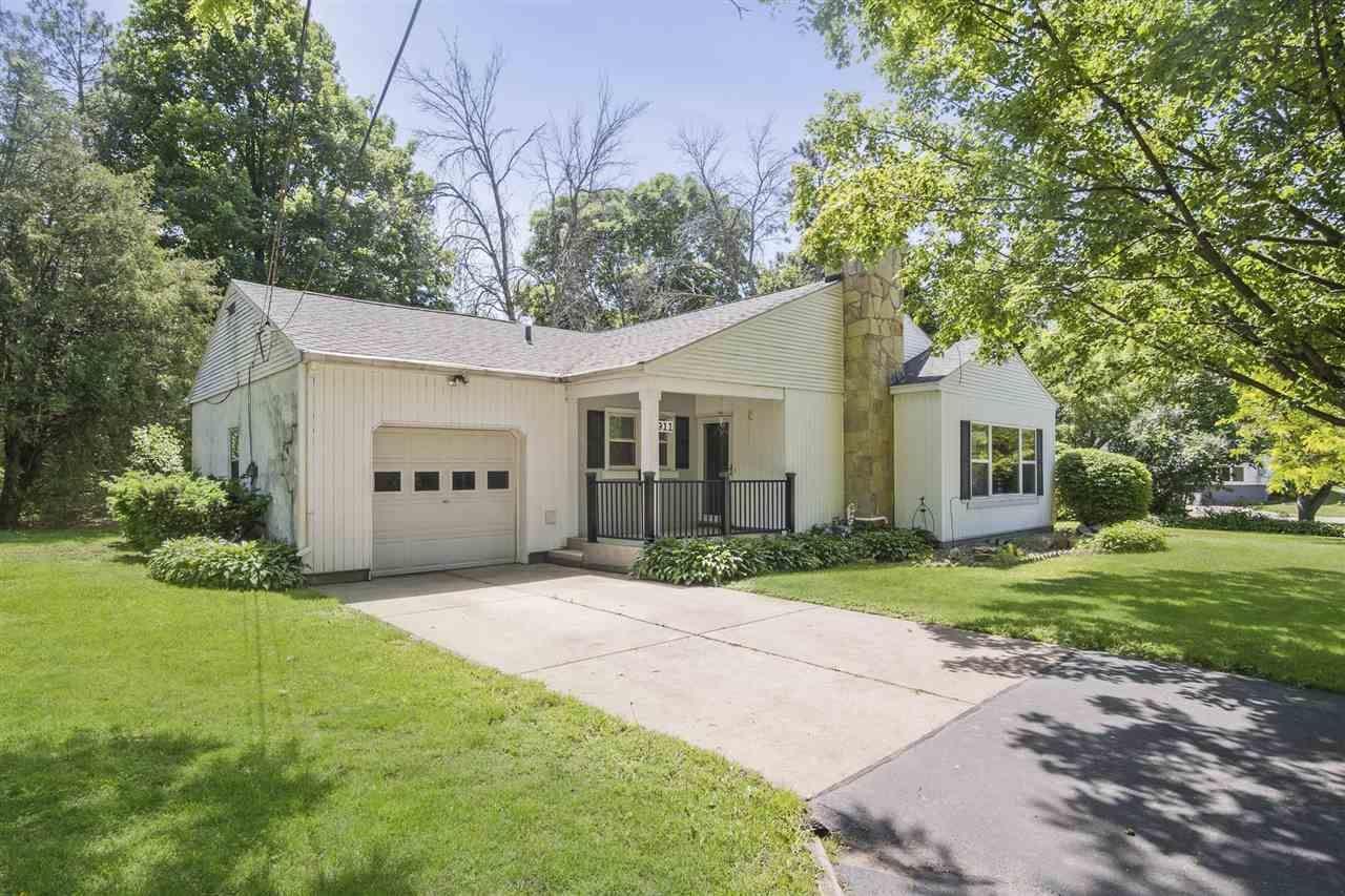 f_1910956_01 Real Estate in 53534 zip code