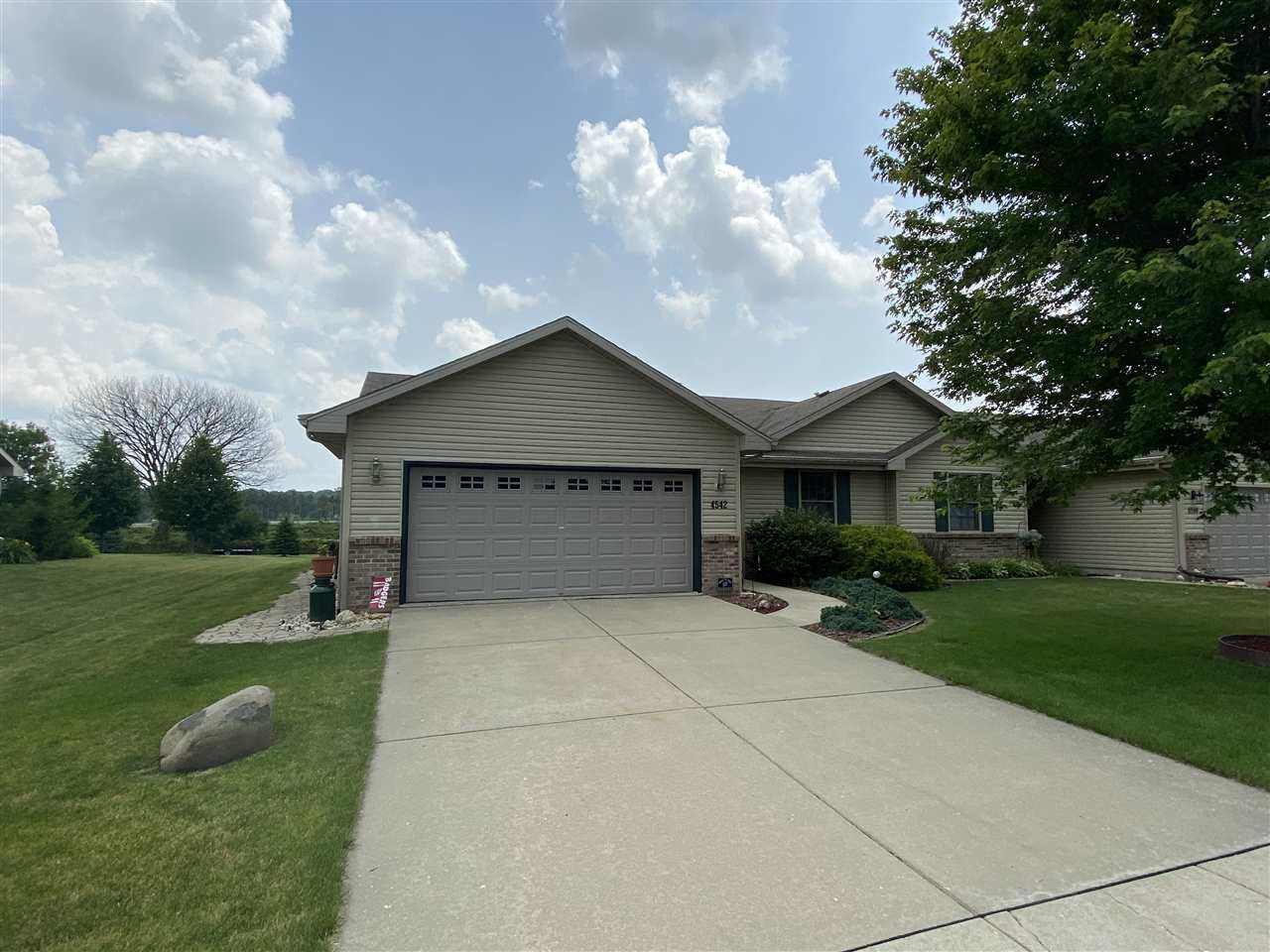 f_1887957_01 Our Listings at Best Realty of Edgerton
