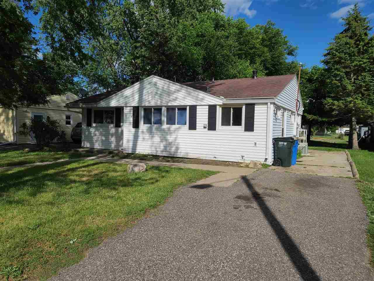 118 SUPERIOR ST, Portage, WI 53901 - #: 1906964