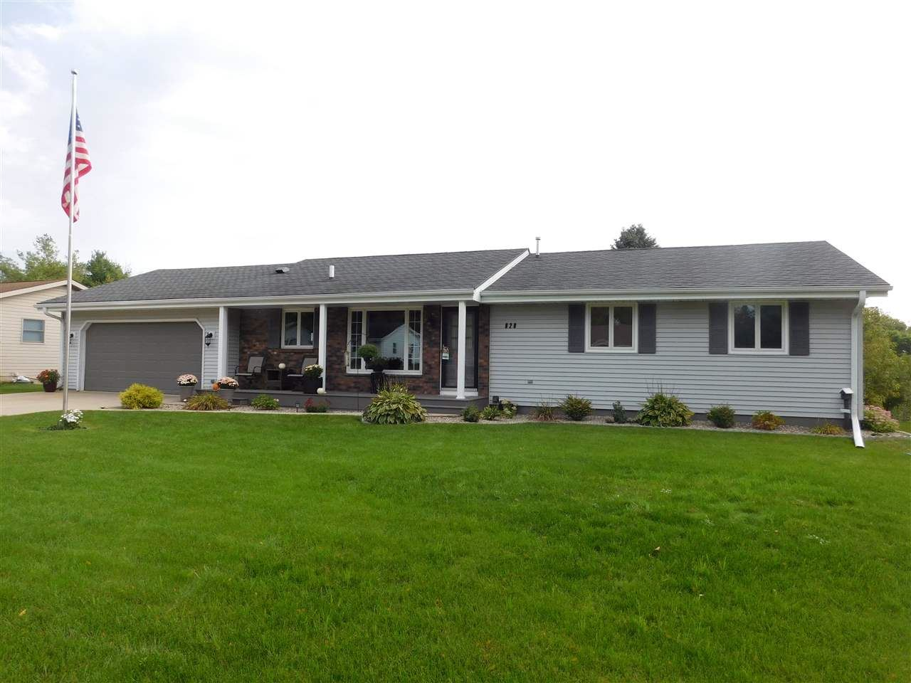 828 Columbia Dr, Janesville, WI 53546 - #: 1892965