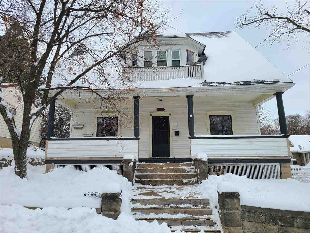 339 S Division St, Janesville, WI 53545 - #: 1899965