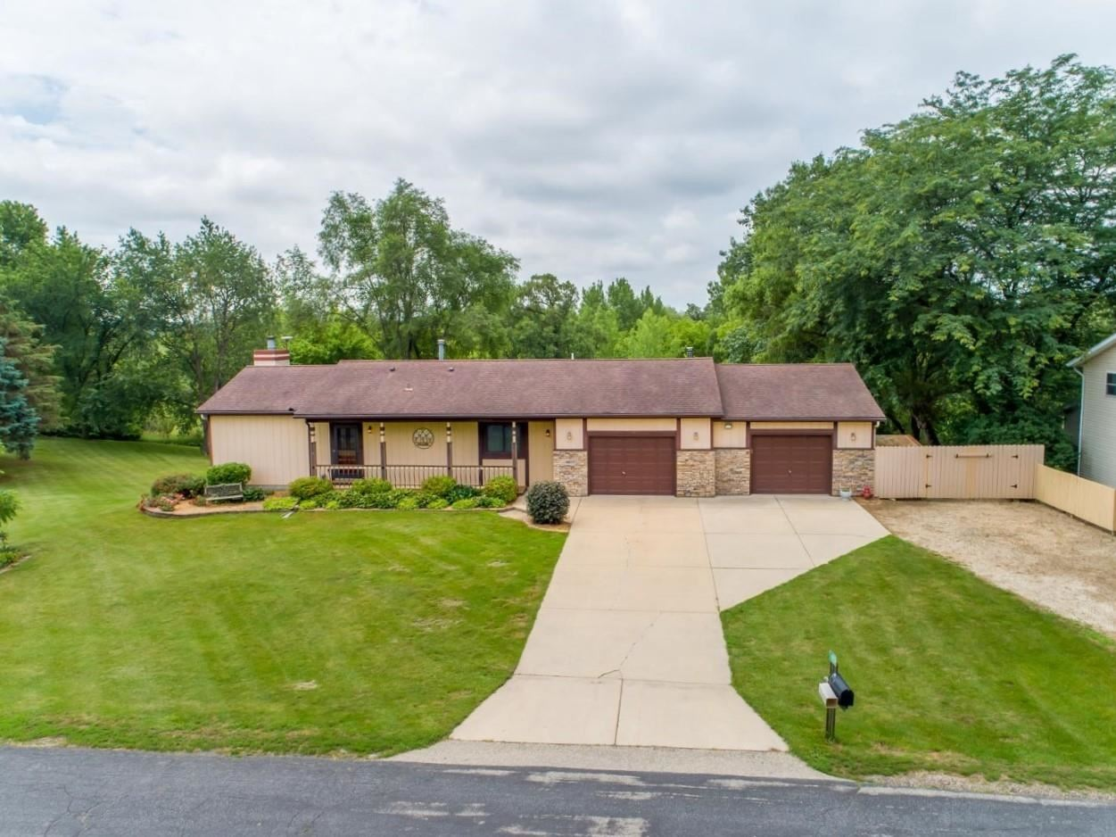 Photo for 4859 Marick Ct, Cottage Grove, WI 53527 (MLS # 1917965)