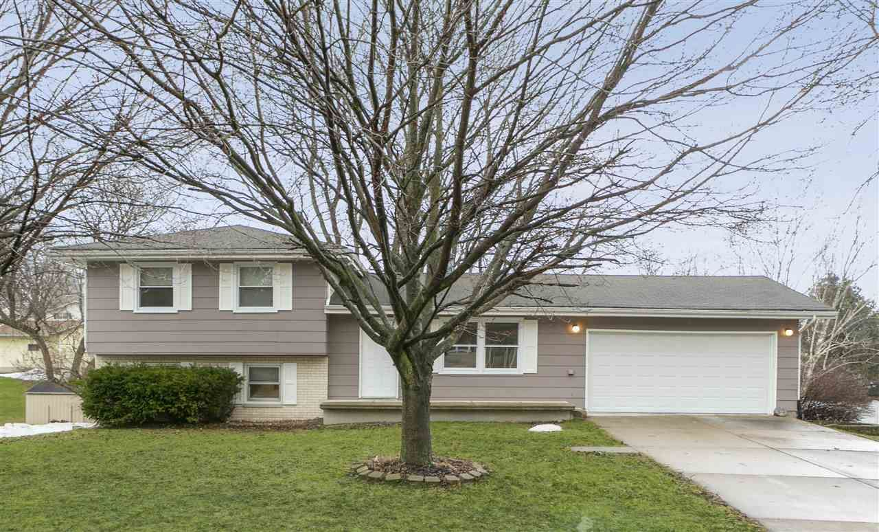403 S 5th St, Mount Horeb, WI 53572 - #: 1878970