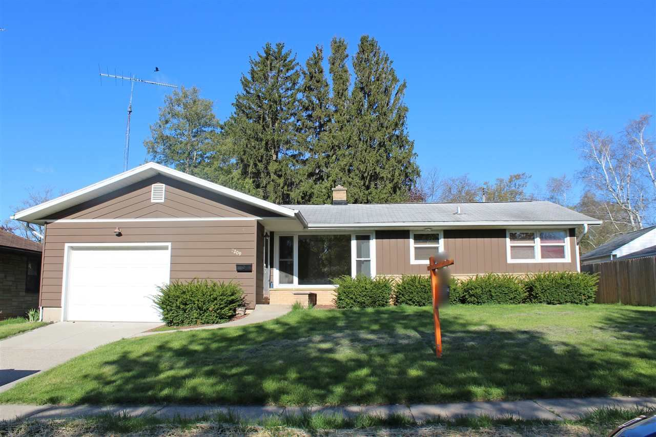 2209 14th Ave, Monroe, WI 53566 - #: 1882975
