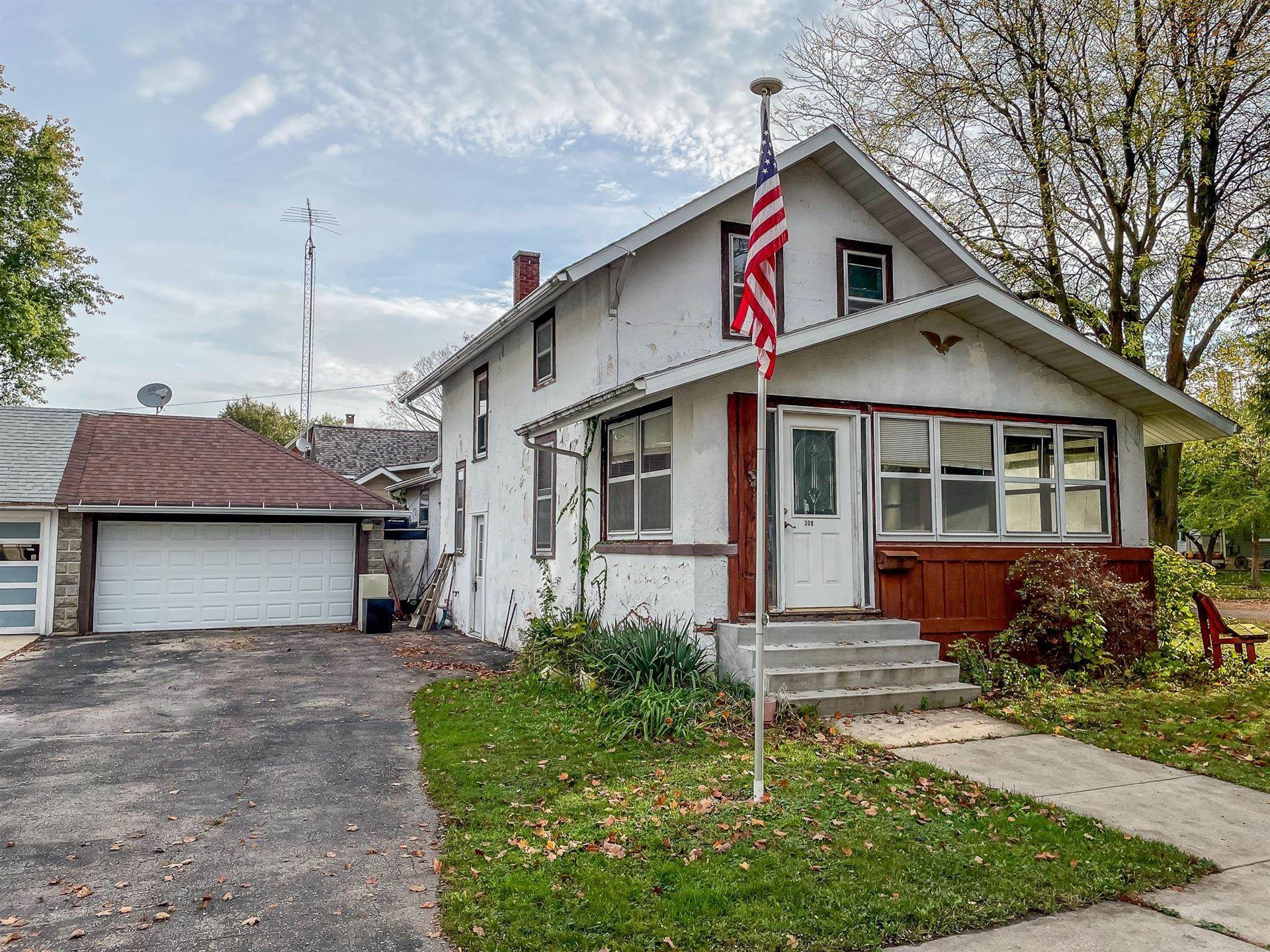306 W Prairie St, Columbus, WI 53925 - #: 1921980