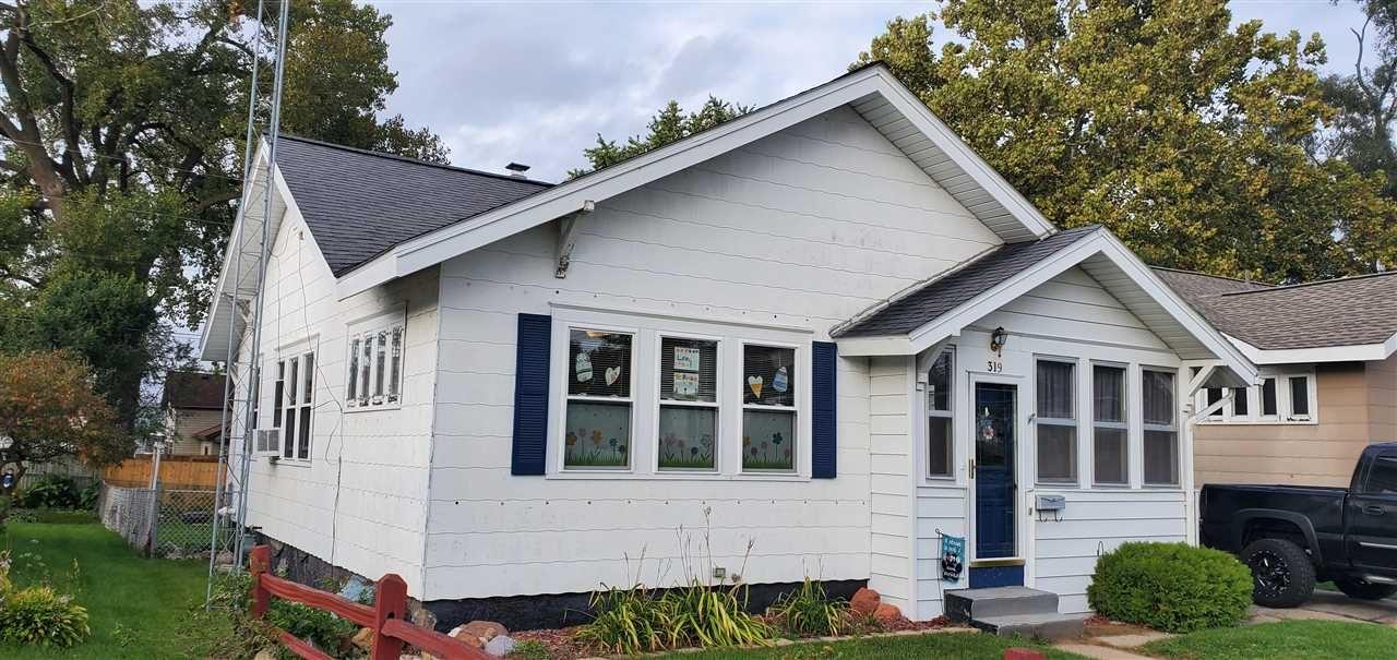 319 W Burns St, Portage, WI 53901 - #: 1894981