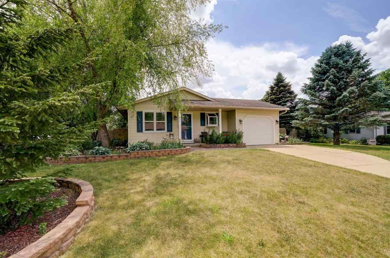 Photo for 420 Parkway Ave, Belleville, WI 53508 (MLS # 1910982)