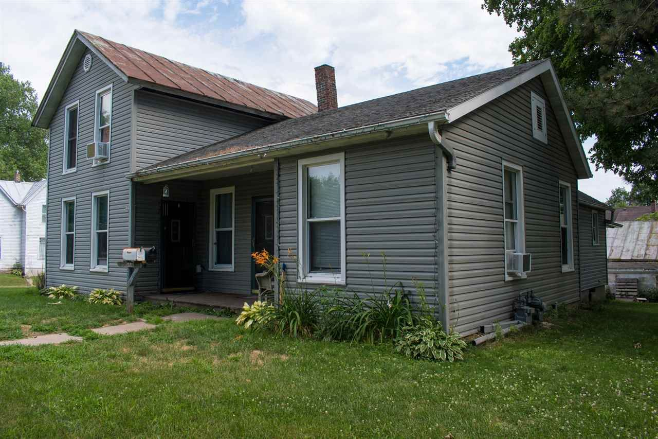 432 4th St, Baraboo, WI 53913 - #: 1892987