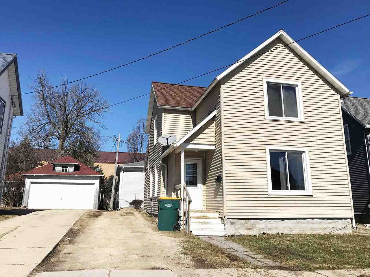 206 4th St, Beaver Dam, WI 53933 - #: 1879990